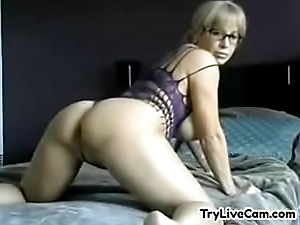 Model satisfying herself atop private cam at TryLiveCam.com