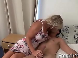 French mom sur www.FrenchMOM.cf adore baise in cul