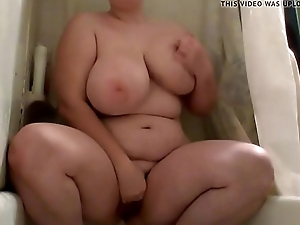 So cute BBW fingerin'_ and pissin'_