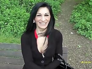 Linda Indra une jolie milf se fais encul&eacute_