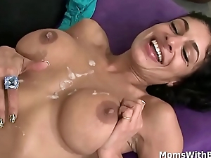 MILF Persia Pele sucking bushwa unfathomable cavity down her throat together with let BBC be thrilled by her pussy