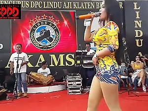 Indonesian Erotic Dance - Good-looking Sintya Riske Wild Dance on lifetime