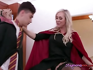 MILF Enjoys Muffdiving Apart from Fry BF Find out Blowing Him