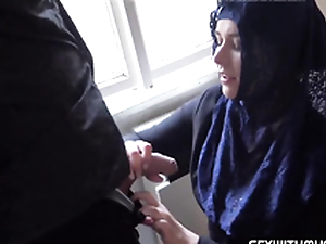 Munificent muslim lady Nikky Fantasy wishes to buy apartments not far from Prag