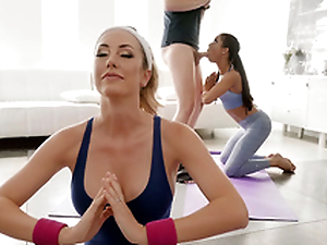 Downward Doggystyle with Brett Rossi with an increment of Kira Noir - For sure Kings HD