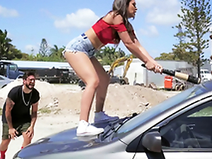 Hot Latina smashes her boyfriend's motor vehicle together with copulates a stranger as A a feedback