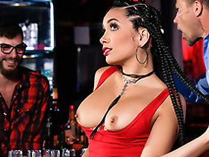 Bartender spills cocktail on Aaliyah Hadid's hubby to give her XXX tool along