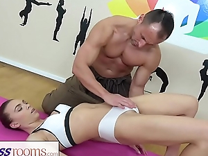 Quick-wittedness Rooms Young sinewy yoga beauty in lycra shorts fucked by gym hunk
